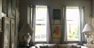 Portrait Room In Logan Square - Chicago - Sala de estar