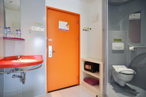 Pop! Hotel Kemang Jakarta - South Jakarta - Bathroom