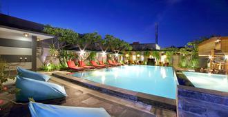 The Banyumas Villa - Denpasar - Pool