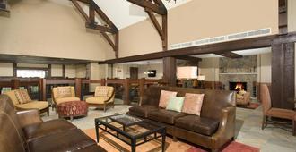 Crystal Peak Lodge - Breckenridge - Living room