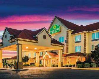 La Quinta Inn & Suites by Wyndham Russellville - Russellville - Building