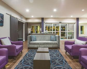 La Quinta Inn & Suites by Wyndham Russellville - Russellville - Lobby