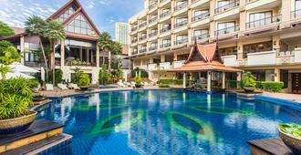 Garden Cliff Resort and Spa - Pattaya - Piscina