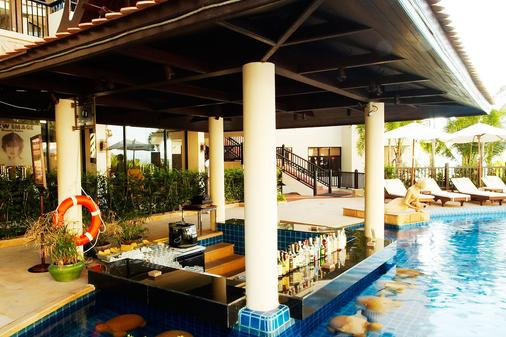 Garden Cliff Resort and Spa - Pattaya - Bar