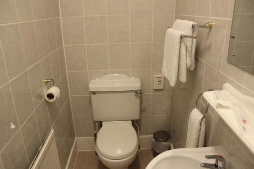 Ambassador Court Hotel - High Wycombe - Bathroom