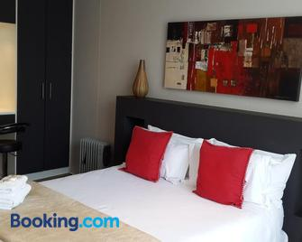 Domba Self catering Suites - Roodepoort - Bedroom