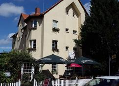 Pension & Restaurant Am Krähenberg - Halle an der Saale - Edifício