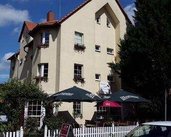 Pension & Restaurant Am Krähenberg - Halle - Building