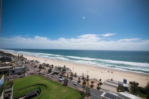 Aloha Apartments - Surfers Paradise - Beach