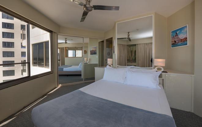 Aloha Apartments - Surfers Paradise - Bedroom