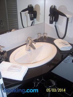 Altstadt Hotel Bielefeld - Bielefeld - Bathroom