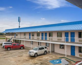 Motel 6 Winnie, TX - Winnie - Building