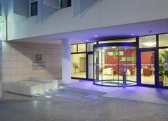 Holiday Inn Express Marseille - Saint Charles - Marseille - Building