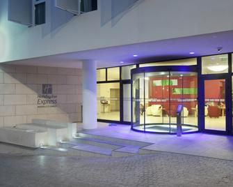 Holiday Inn Express Marseille - Saint Charles - Marsilia - Building