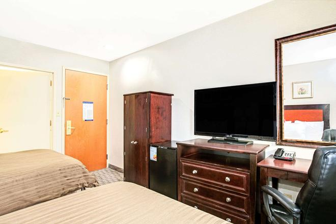 Days Inn by Wyndham Long Island City - Queens - Bedroom