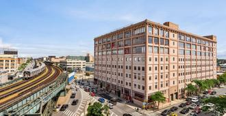 Days Inn by Wyndham Long Island City - Queens - Edificio