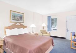 Howard Johnson by Wyndham Staunton - Staunton - Bedroom