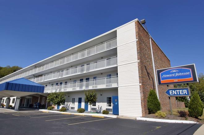 Howard Johnson by Wyndham Staunton - Staunton - Building