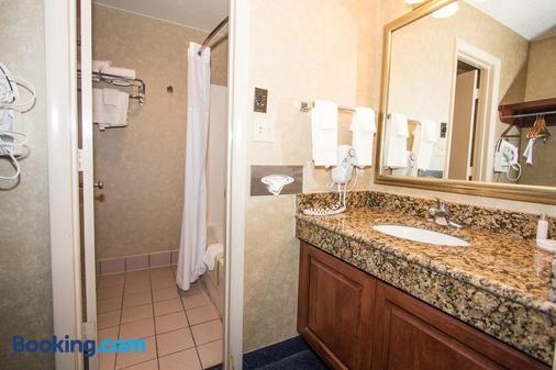 The Mulberry Inn and Plaza at Fort Eustis - Newport News - Bathroom