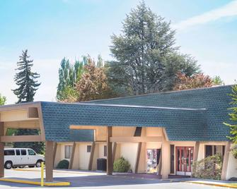 Days Inn by Wyndham Klamath Falls - Кламат-Фоллс - Building