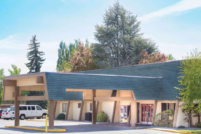 Days Inn by Wyndham Klamath Falls - Klamath Falls - Building