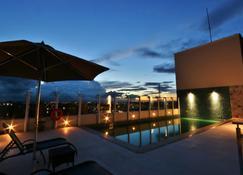 Holiday Inn Express Rio Branco - Rio Branco - สระว่ายน้ำ