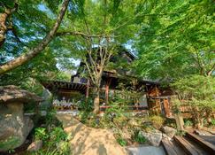 Yufuin Iyotomi - Yufu - Outdoor view