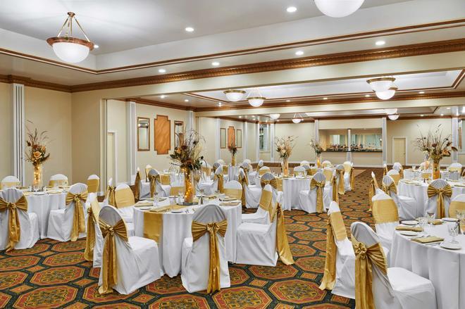 Best Western Plus Milwaukee Airport Hotel & Conference Center - Milwaukee - Banquet hall