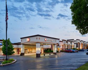 Best Western Plus Milwaukee Airport Hotel & Conference Center - Milwaukee - Edificio
