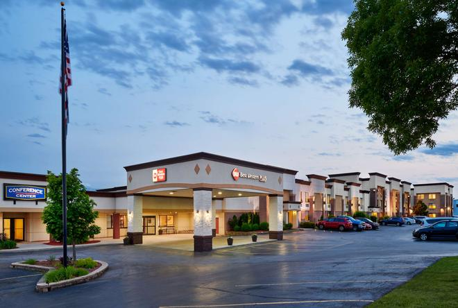 Best Western Plus Milwaukee Airport Hotel & Conference Center - Milwaukee - Building