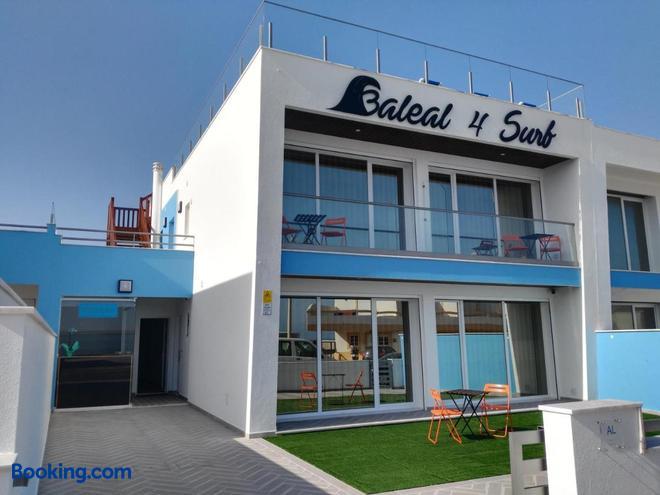 Baleal 4 Surf - Ferrel - Building