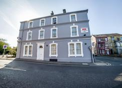 OYO The Cumberland Hotel - Workington - Building