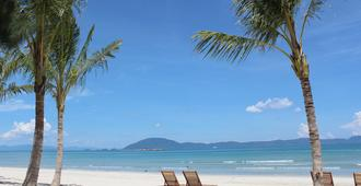 GM Doc Let Beach Resort & Spa - Dong Hai - Beach