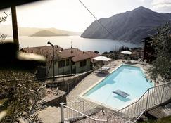 โรงแรมริสโตรานเต มิรันดา - Riva di Solto - สระว่ายน้ำ