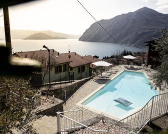 Hotel Miranda - Riva di Solto - Pool