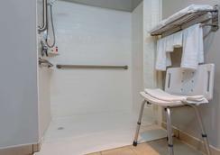 Microtel Inn & Suites by Wyndham Philadelphia Airport - Φιλαδέλφεια - Μπάνιο