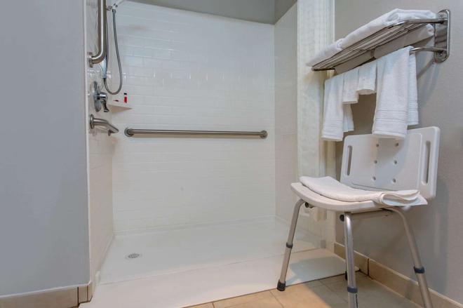 Microtel Inn & Suites by Wyndham Philadelphia Airport - Philadelphia - Bathroom