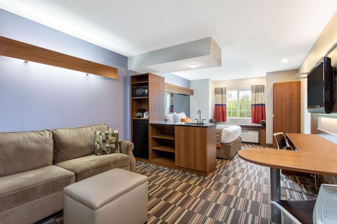 Microtel Inn & Suites by Wyndham Philadelphia Airport - Φιλαδέλφεια - Σαλόνι
