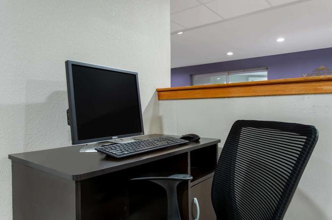 Microtel Inn & Suites by Wyndham Philadelphia Airport - Philadelphia - Business center