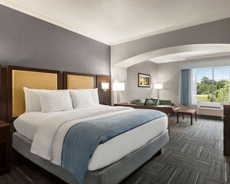 La Quinta Inn & Suites by Wyndham Dublin - Dublin - Slaapkamer