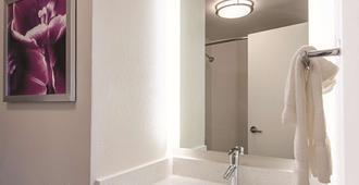 La Quinta Inn & Suites by Wyndham Portland - Portland - Baño