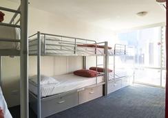Base Backpackers Melbourne Hostel - Melbourne - Bedroom