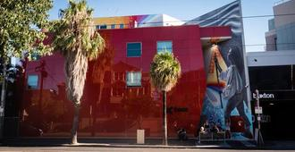 Base Backpackers Melbourne Hostel - Melbourne - Building