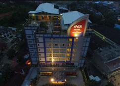 Her Hotel & Trade Centre Balikpapan - Balikpapan - Gebäude
