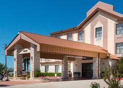 Quality Inn & Suites - Kyle - Building