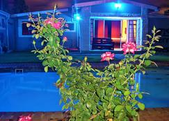 Berry Bliss Guest House - Gaborone - Pool