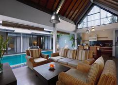 Kamuela Villas Lagoi Bay Bintan - Lagoi - Salon