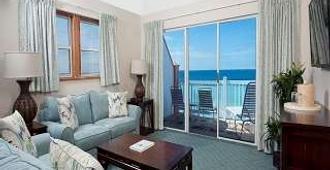 Pompano Beach Club - Southampton - Living room