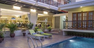 Prima In Hotel Malioboro - Jogjacarta - Piscina
