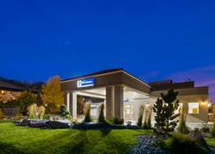 Best Western Mountainview Inn - גולדן - בניין
